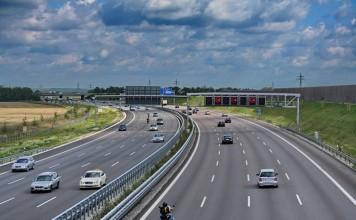 "出典: Wikipedia | ""Garching Bundesautobahn 9"" von Rl91 - Eigenes Werk. Lizenziert unter CC BY-SA 3.0 über Wikimedia Commons | http://commons.wikimedia.org/wiki/File:Garching_Bundesautobahn_9.jpg#/media/File:Garching_Bundesautobahn_9.jpg"
