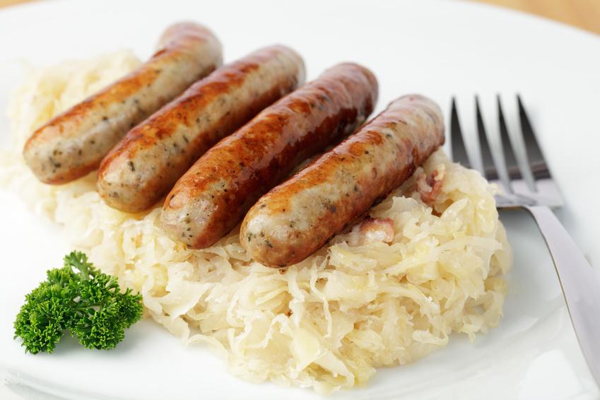 Nürnberger Rostbratwürstchen mit Sauerkraut