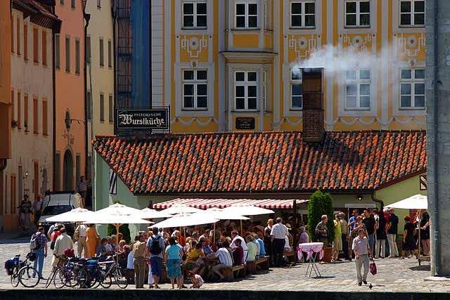 160509 Bratwurst 640px-Wurstlkueche_in_Regensburg