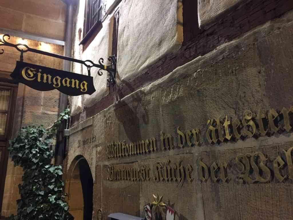 160509 Bratwurst Gulden Stern Eingang