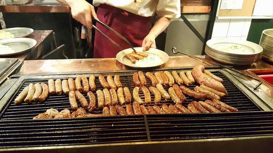 160509 Bratwurst auf dem Grill