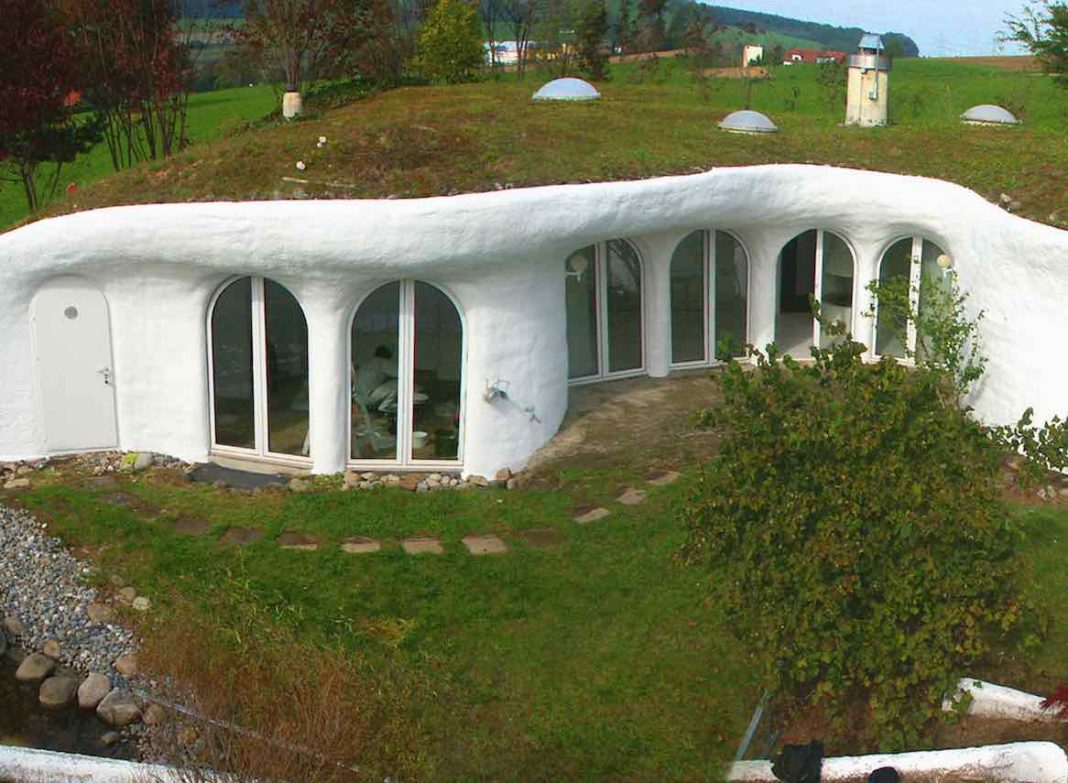 出典: | Wikipedia GFDL | http://commons.wikimedia.org/wiki/File:Earth_house.jpg#/media/File:Earth_house.jpg